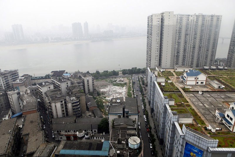 scenery of Zhuzhou and houses on roof of shopping mall