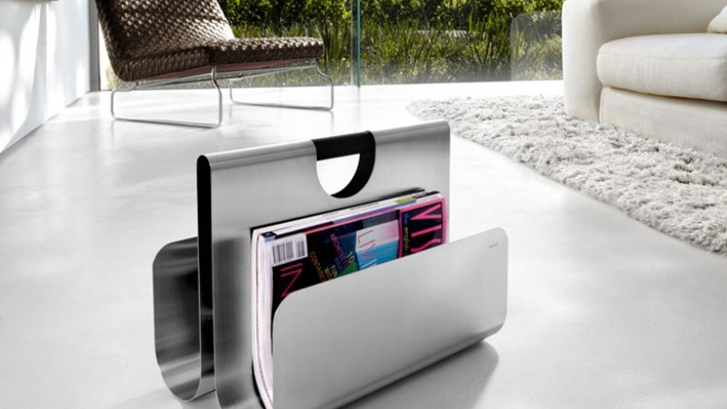 Magazine rack by Blomus in the living room of a home