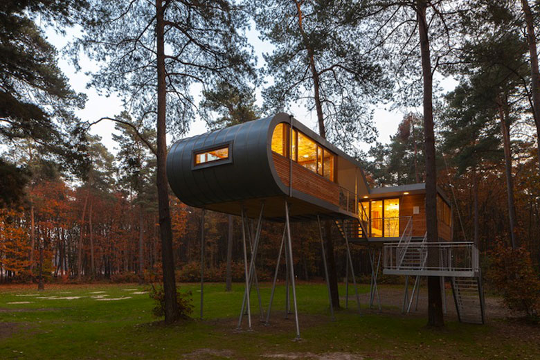 Architecture of Baumraum's Treehouse Retreat
