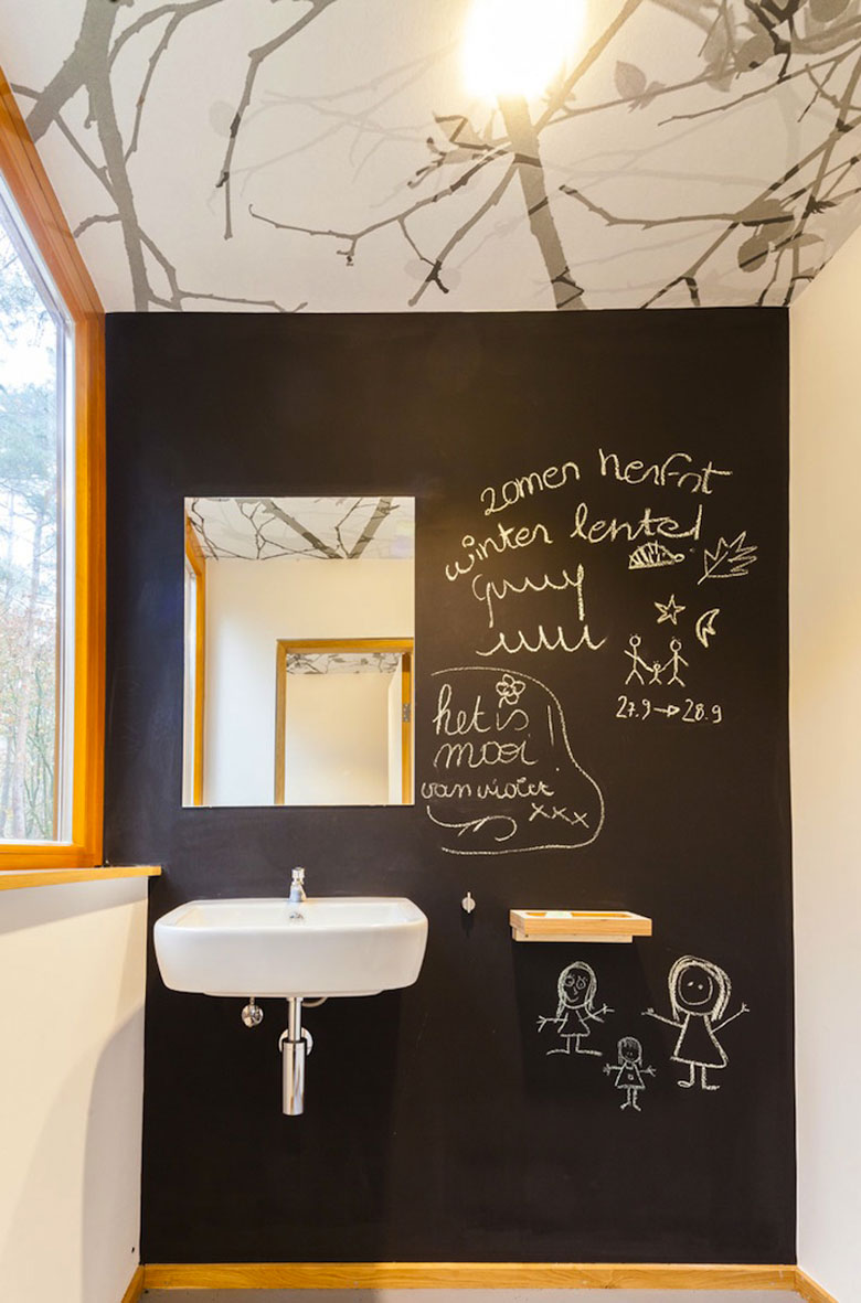 Bathroom and chalk board wall at Baumraum's Treehouse Retreat