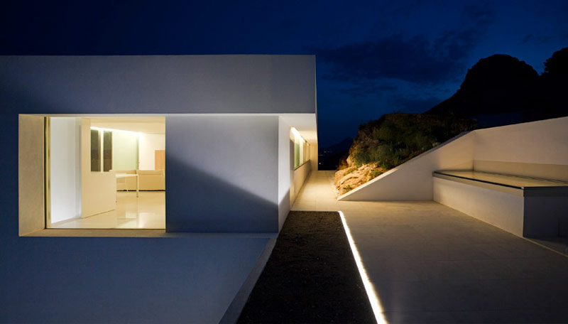 exterior view of the House on the Cliff by Fran Silvestre Arquitectos