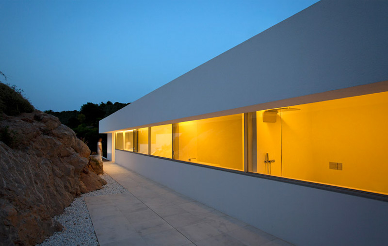 Window facade of the House on the Cliff by Fran Silvestre Arquitectos