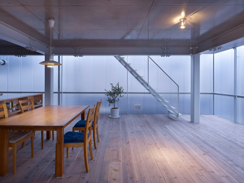 Wood kitchen table and chairs at the House in Tosuien by Suppose Design Office