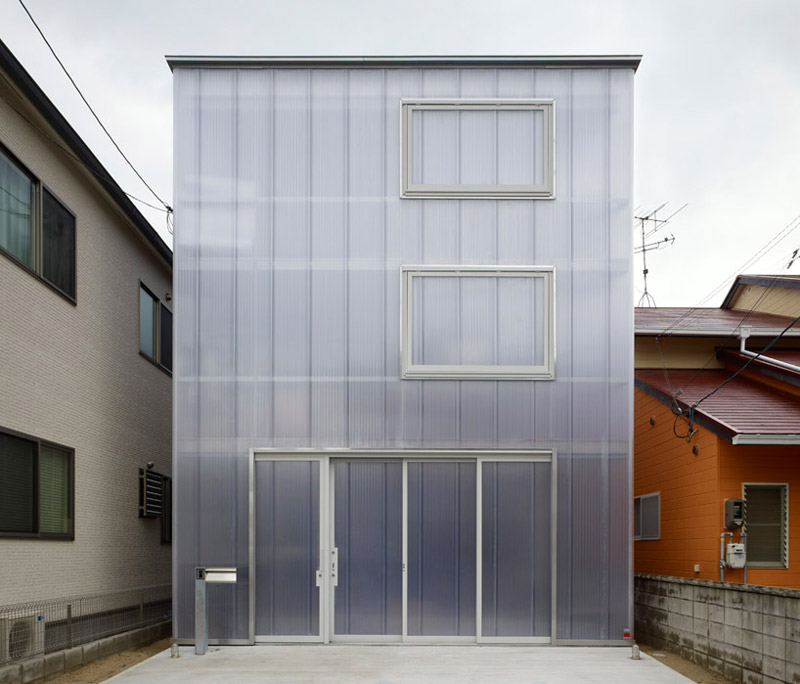 Exterior front view of the House in Tosuien by Suppose Design Office