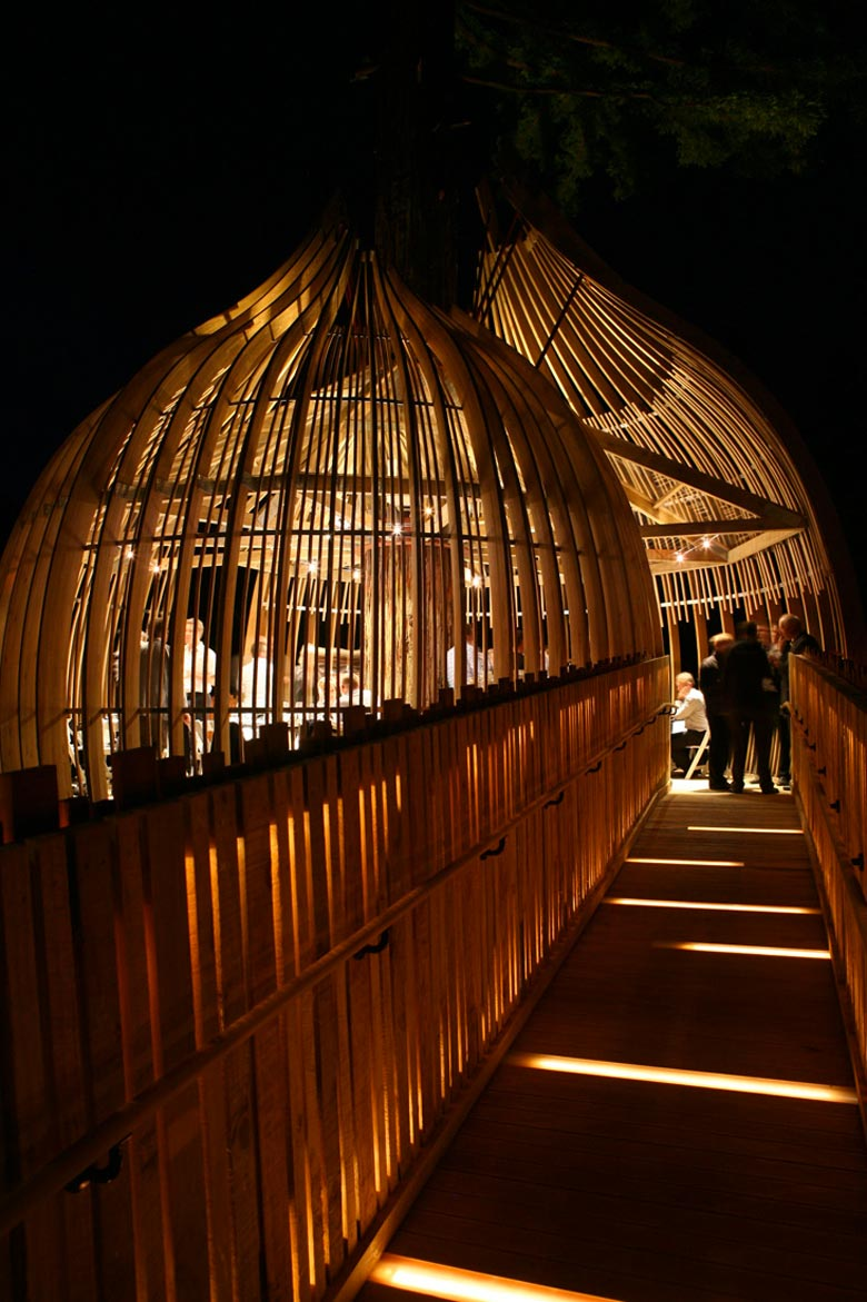 Path leading to The Yellow Treehouse Restaurant in Auckland,New Zealand by Pacific Environments Architects