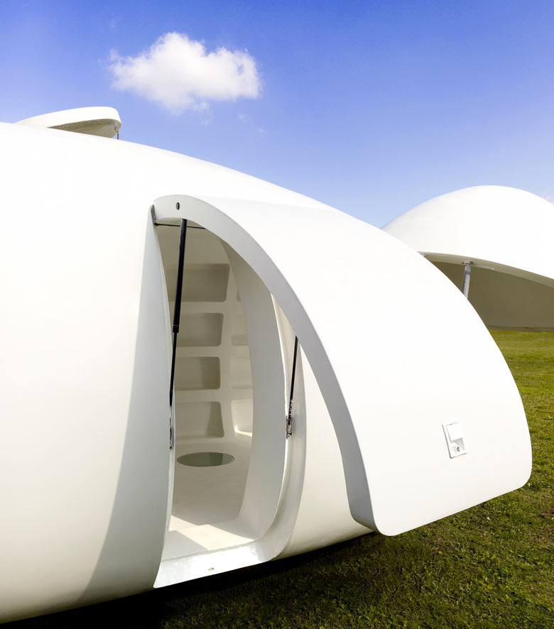 Door opening of the blob VB3 Mobile Living Pod by dmvA Architects