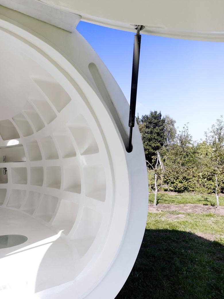 Hatch mechanics of the blob VB3 Mobile Living Pod by dmvA Architects