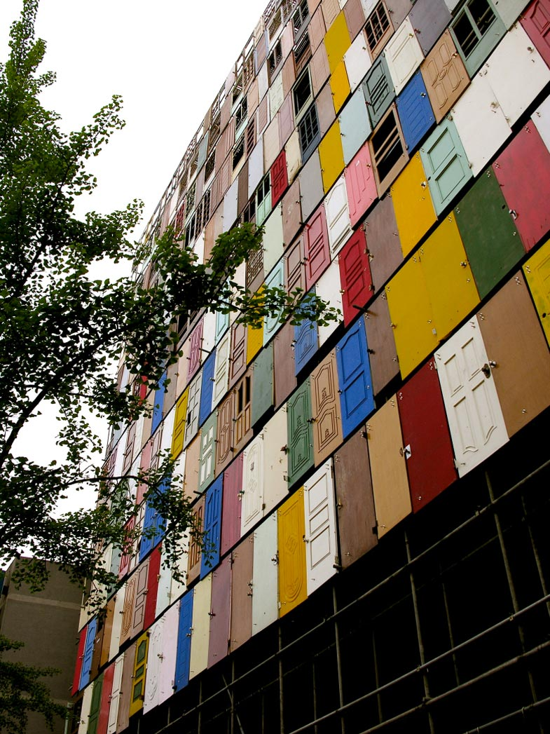 Facade of the 1000 Doors Building in Seoul by Choi Jeong Hwa