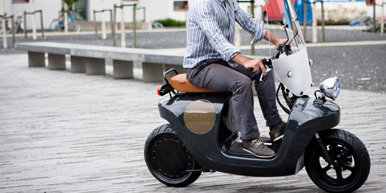 Be.e Hemp Electric Scooter by Vaneko in motion