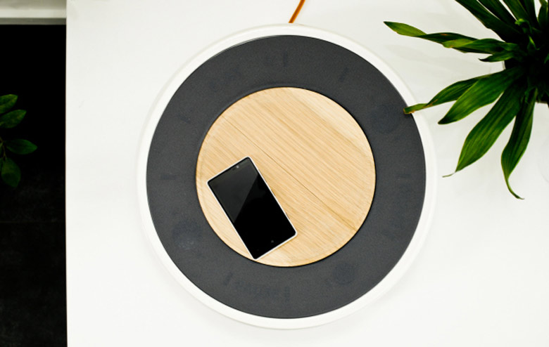 Top view of the Ceramic Speaker for Smartphones by Victor Johansson