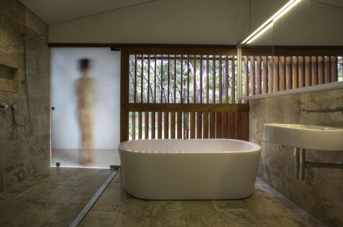 Bathroom of the Drew House by Simon Hills of Anthill Constructions