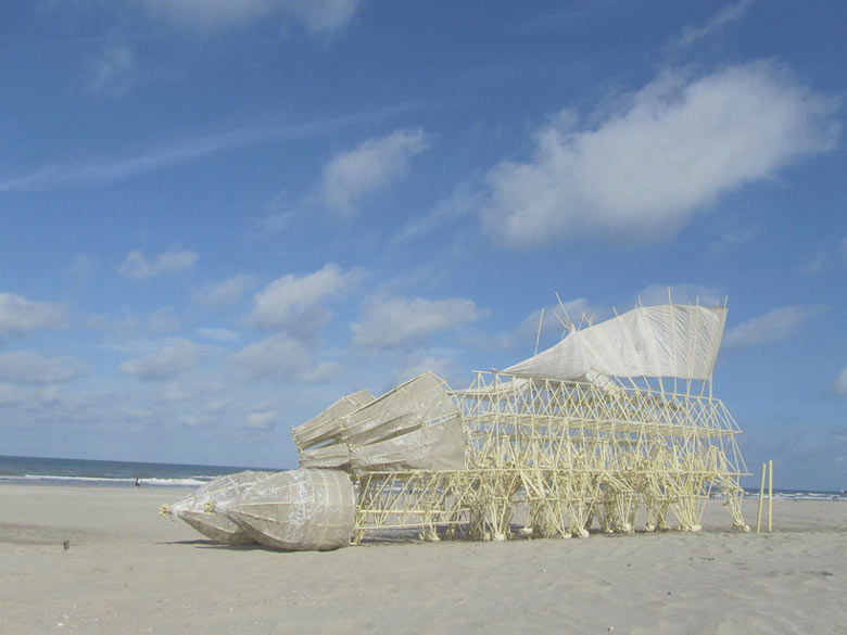 Strandbeest kinetic animal sculptures by Theo Jansen 7