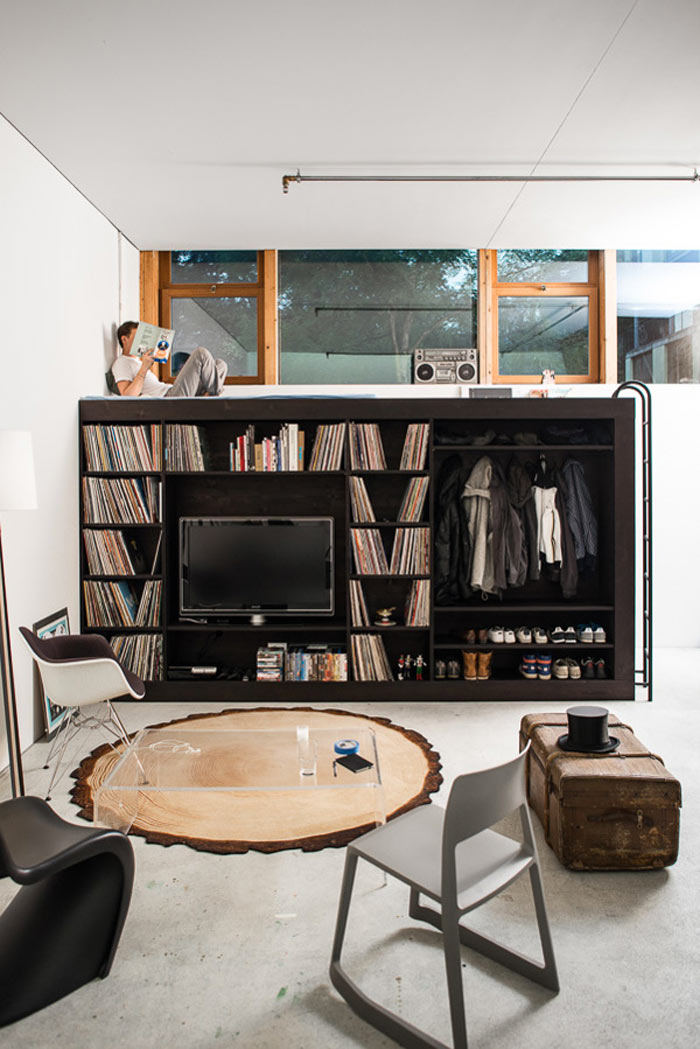 Storage shelves and bed of The Living Cube by Till Konneker