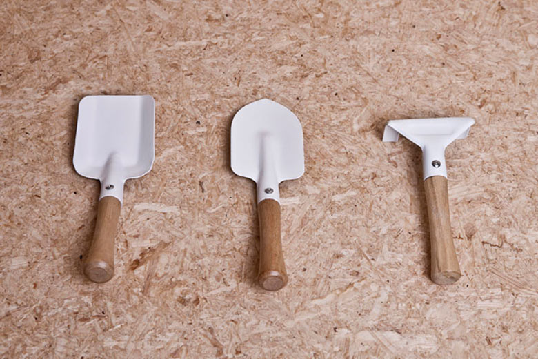 Gardeding tools from the Urban Survival Pack by Ryan Romanes