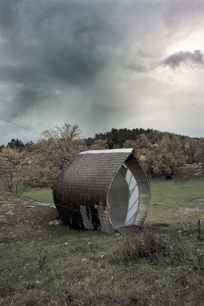 Exterior view of theCurved Hus-1 by Torsten Ottesjo Architecture