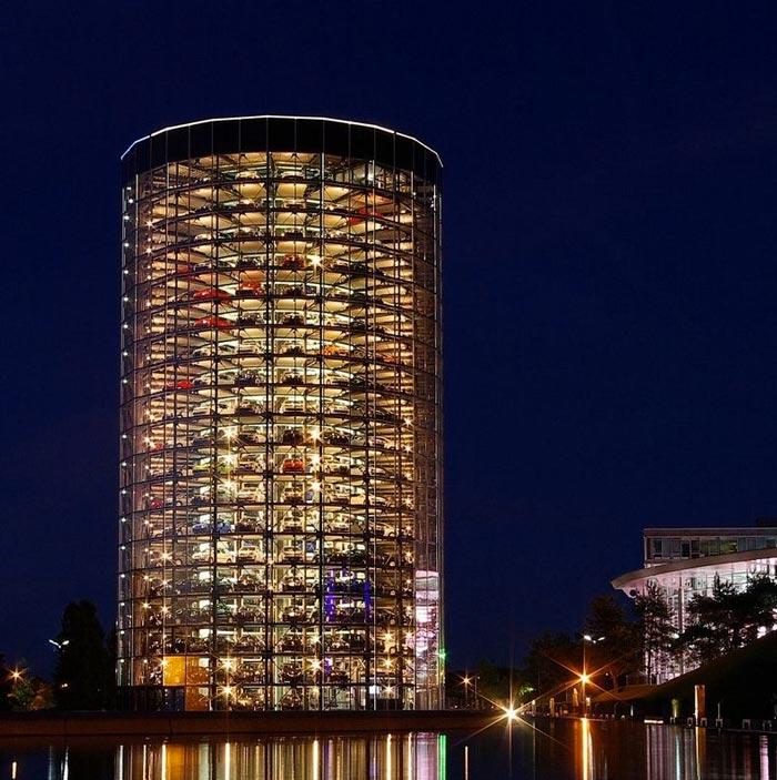 Architecture at night of the Volkswagen Car Park at AutoStadt by HENN Architekten