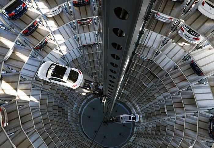 Cars being moved in the Architecture at night of the Volkswagen Car Park at AutoStadt by HENN Architekten