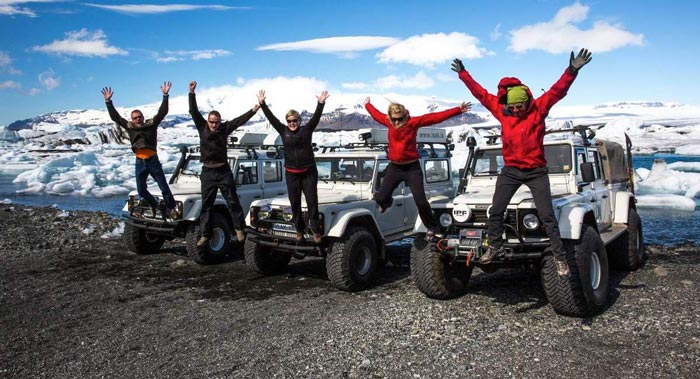 ISAK 4X4 SuperJeep Rentals in Iceland using Land Rover Defenders 9