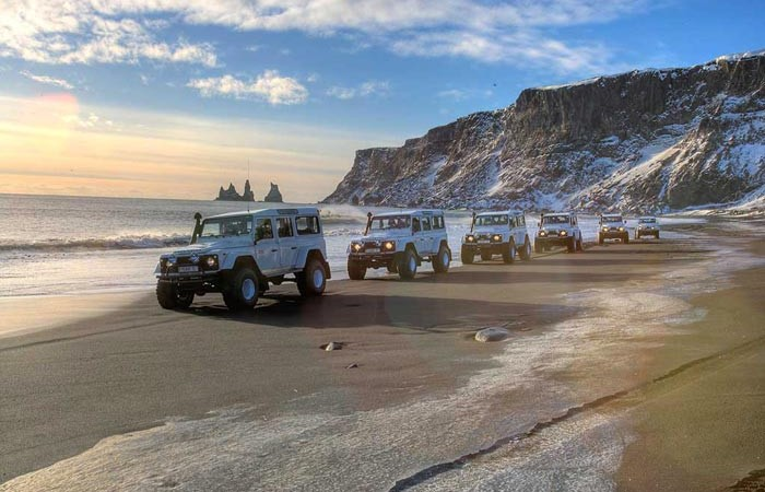 ISAK 4X4 SuperJeep Rentals in Iceland using Land Rover Defenders 8