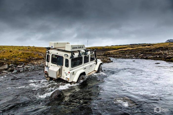 ISAK 4X4 SuperJeep Rentals in Iceland using Land Rover Defenders 7