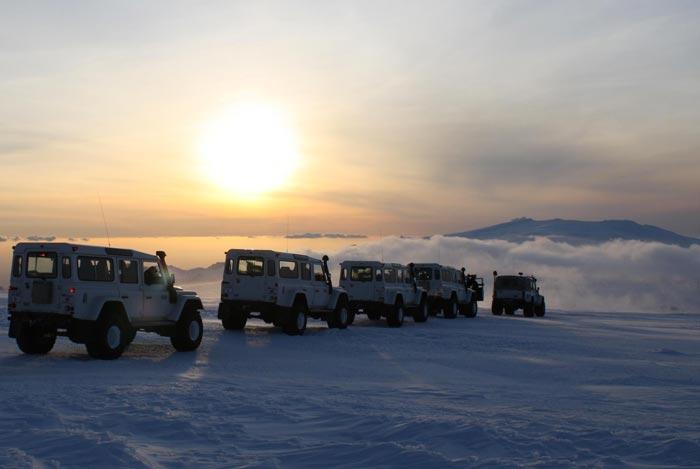 ISAK 4X4 SuperJeep Rentals in Iceland using Land Rover Defenders 6