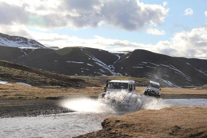 ISAK 4X4 SuperJeep Rentals in Iceland using Land Rover Defenders 3