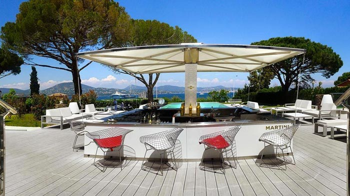 Bar at the KUBE Hotel Gassin in Saint-Tropez