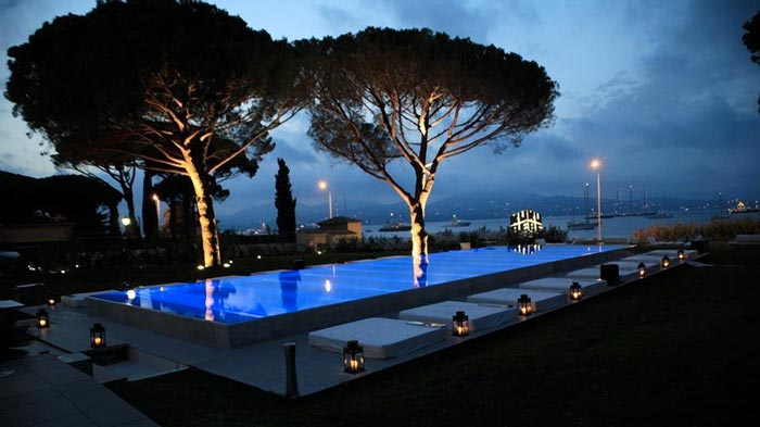 Swimming pool and scenery at the KUBE Hotel Gassin in Saint-Tropez