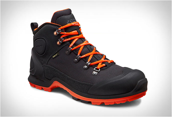 Side view of the ECCO BIOM TERRAIN HIKING BOOTS