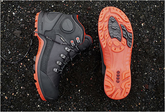 Side view and view of the sole of the ECCO BIOM TERRAIN HIKING BOOTS 4