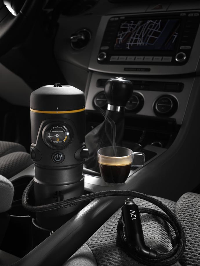Handpresso Auto and espresso cup in the car