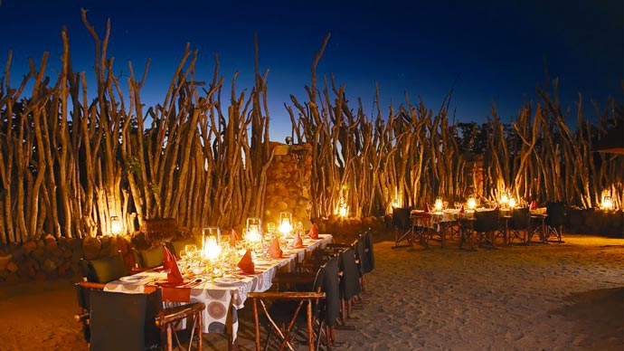 Outdoor dining at Leopard Hills
