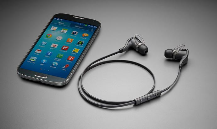 Plantronics Backbeat GO 2 Wireless Headphones and a Samsung Galaxy