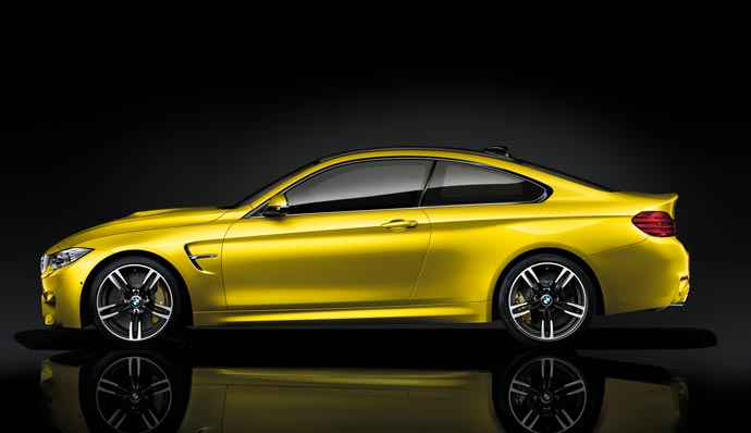 Side view of the 2015 BMW M4
