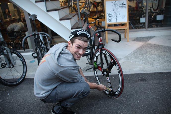 iPump in action pumping a Tour de France Bike