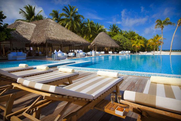 Swimming pool at Maafushivaru Island Resort
