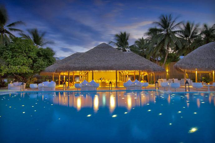 Swimming pool and cabin at Maafushivaru Island Resort