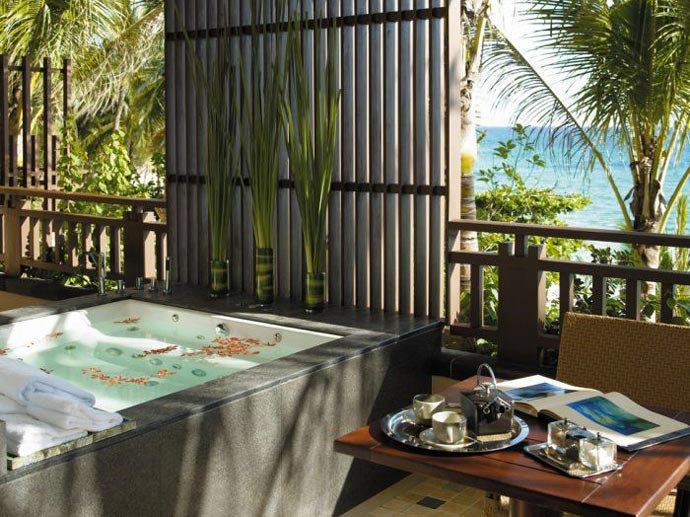Bath tub at Shangri-La's Boracay Resort and Spa