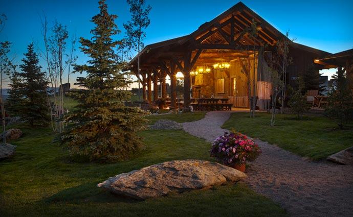 Brush Creek Lodge outside
