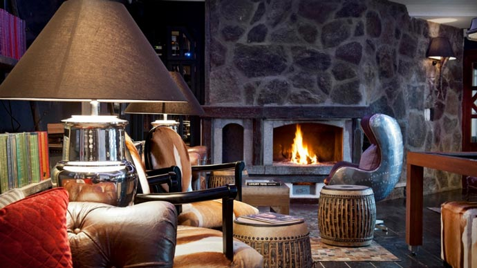 Fireplace and lounge area at El Lodge Resort