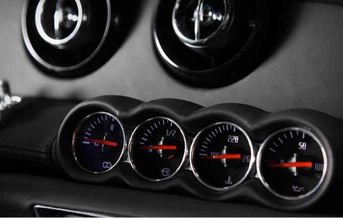 Control dials in the Equus Bass 770