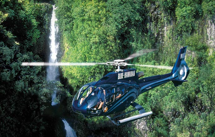 Helicopter trips in Maui
