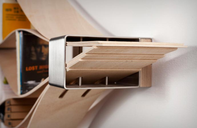 Chuck flexible bookshelf made of wood