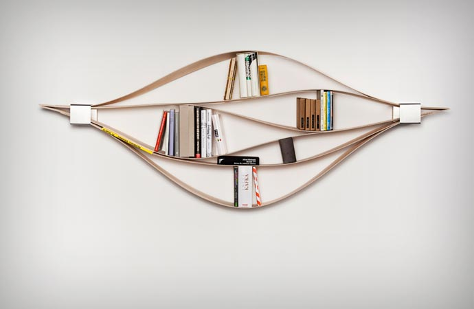 Flexible wooden bookshelf