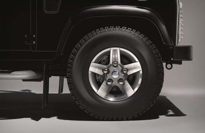 Land Rover Defender Black Pack Wheel