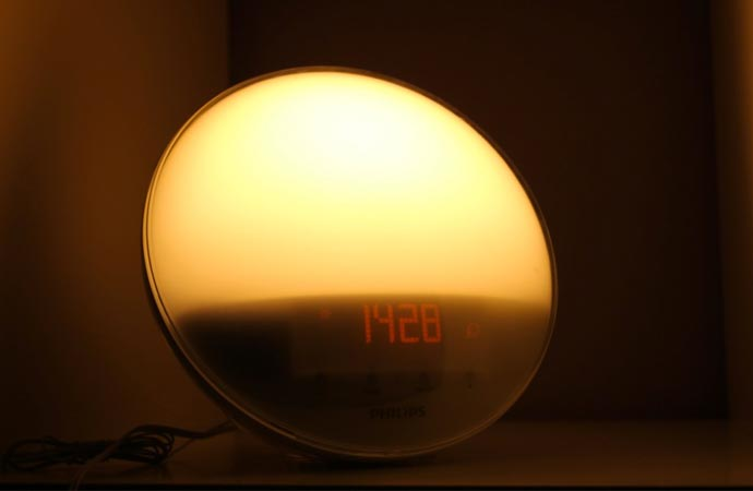 Sunlight simulating alarm clock