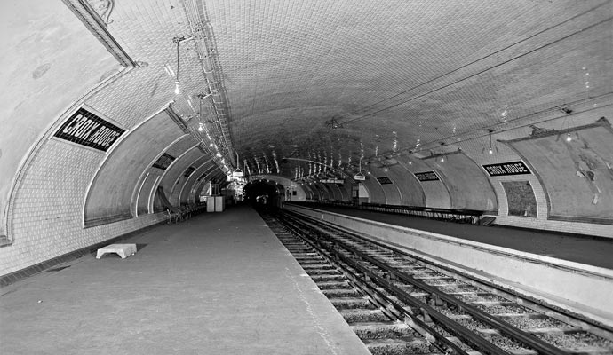 Abandoned Paris metro station