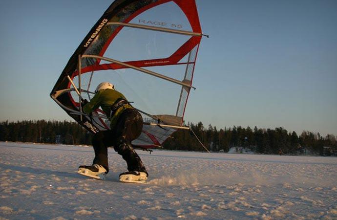 Kitewing with skates