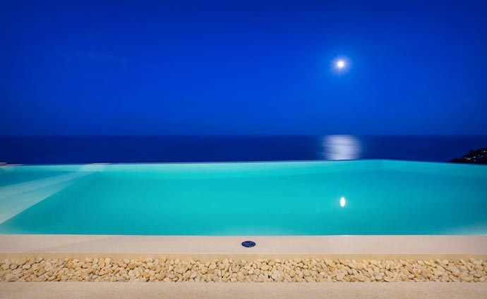 Infinity pool at Moon Shadow Villa