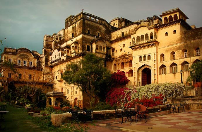 Neemrana Fort Palace architecture